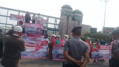 Photo of Ratusan Massa Geruduk Gedung DPR/MPR Jakarta