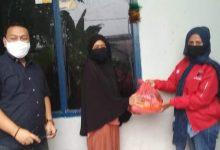 Photo of Di Masa Pandemi Virus Corona, Afifah Alia Bagikan Paket Sembako