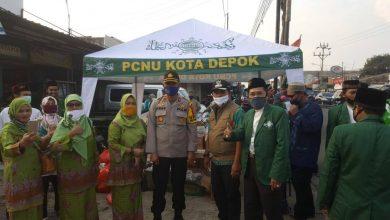 Photo of JATMAN NU Kecamatan Bojongsari beserta MWC NU Kecamatan Bojongsari Bagikan Masker dan Takjil