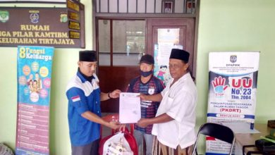 Photo of Kelurahan Tirtajaya Distribusikan Paket Banpres
